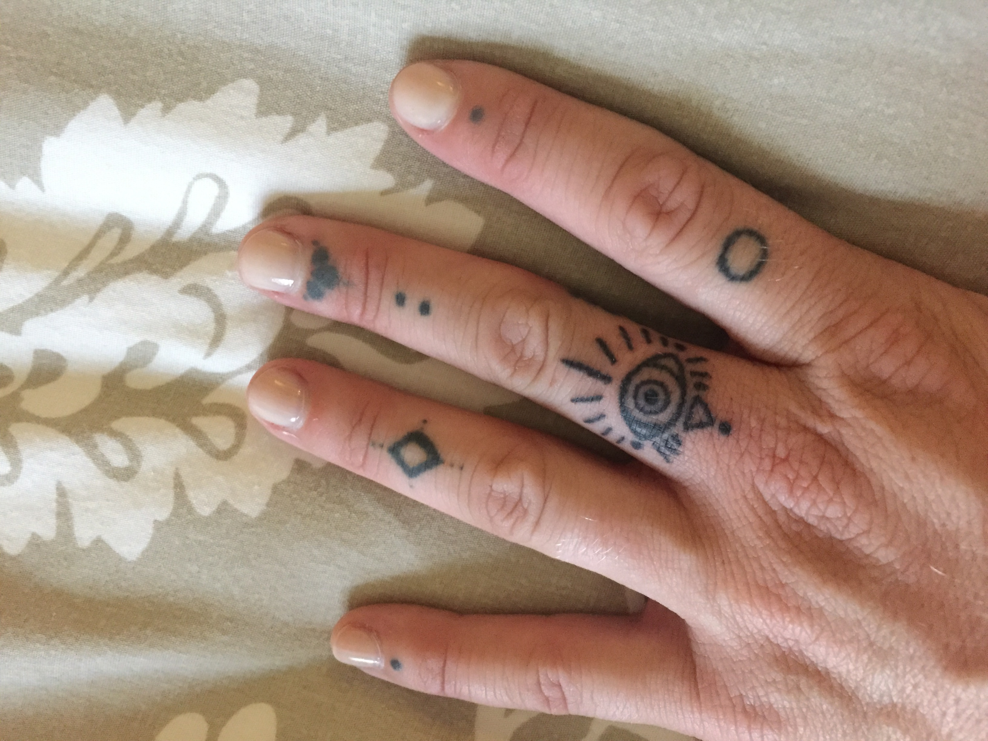 fingers diy stick and poke tattoo
